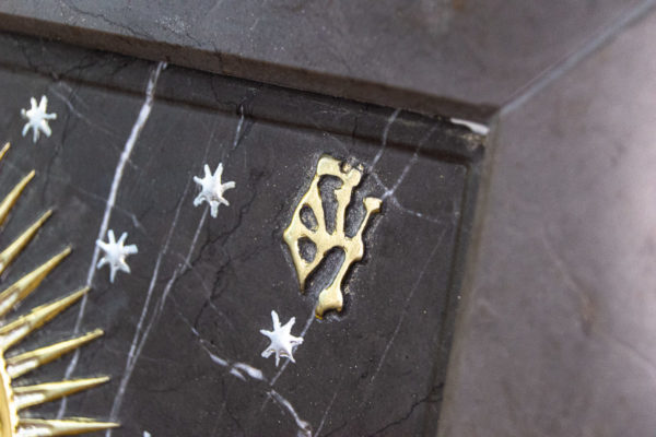 Резная икона Остробрамской Божьей Матери из мрамора, каталог икон в интернет-магазине изображение, фото 4