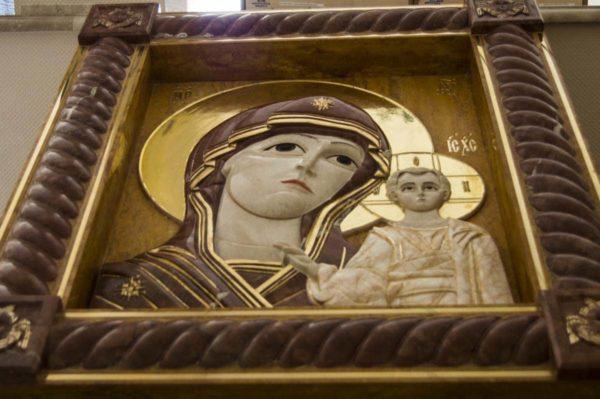 Икона Казанской Божией Матери (рельефная, храмовая) без № из мрамора, каталог икон, фото 3