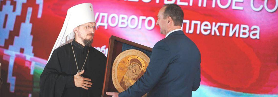 Митрополит вручил икону из камня ректору БНТУ на юбилей 100 лет